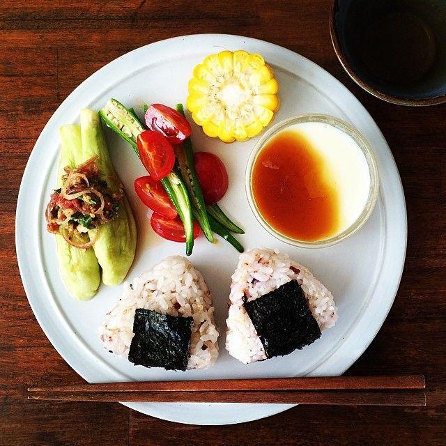 「Today's breakfast. Japanese style. 蒸し茄子が楽なのに美味しくてつい作っちゃう。豆乳寒天は昨日作ったし、とうもろこしも昨夜の残り。今朝はあっという間の朝ごはん。」