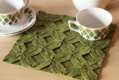 Whoa, no sewing required? You are blowing my mind.: Pillows Covers, No Sewing, Places Mats, Felt Trivet, Felt Projects, Felt Crafts, Tables Runners, Modular Felt, Felt Coasters