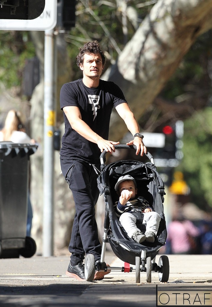 1000 Images About Celebrities And Strollers On Pinterest Camila Alves Colin Hanks And Joggers