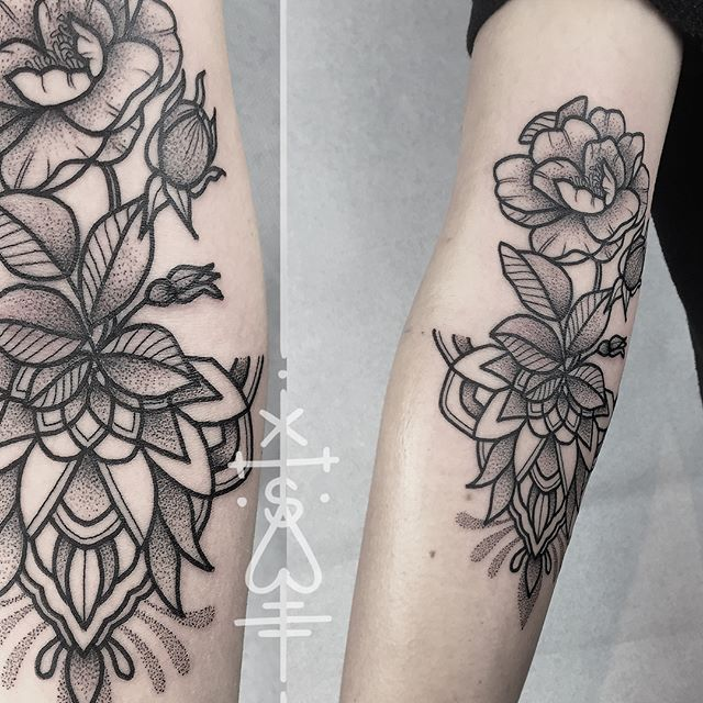 I feel honored -Bérénice came all the way from France to Berlin, just to get tattooed! thank you so much!!! #mandala #flower #dogrose #tattoo #blackwork #dots #dotwork #herzdame #taetowierungen #tilldthtattoo #tilldth #emillionirons #blackworkers
