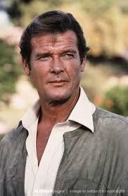 roger moore  is een Engels acteur die vooral bekend werd door zijn rollen in de series Ivanhoe, The Saint en The Persuaders. Verder speelde hij de rol van James Bond in zeven Bondfilms tussen 1973 en 1985.  Geboren: 14 oktober 1927
