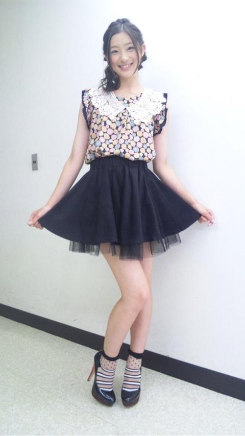 足立梨花オフィシャルブログ :  衣装  http://ameblo.jp/rika-adachi/entry-11350211378.html