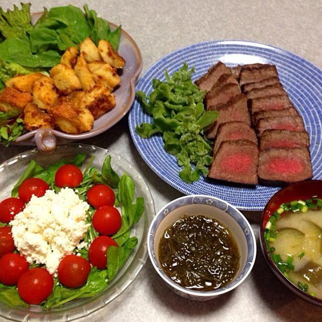 牛肉のたたき、 カサゴの唐揚げ、 ナスの味噌汁、 もずく酢、 リコッタチーズサラダ です。 - 22件のもぐもぐ - 晩ご飯は 牛肉のたたき by orieueki