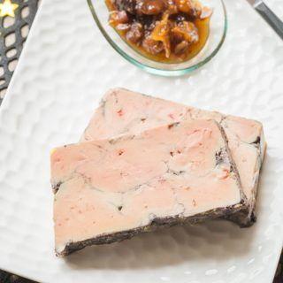Un foie gras parfumé et fondant, cuit dans un bain de vin rouge épicé.