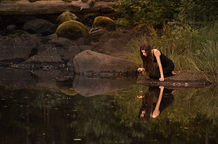 John Bauer inspired photo. Woman by forest pond. Swedish nature. Fairytale photo. Magical photo. Fine art photography. By Swedish photographer Maria Lindberg.