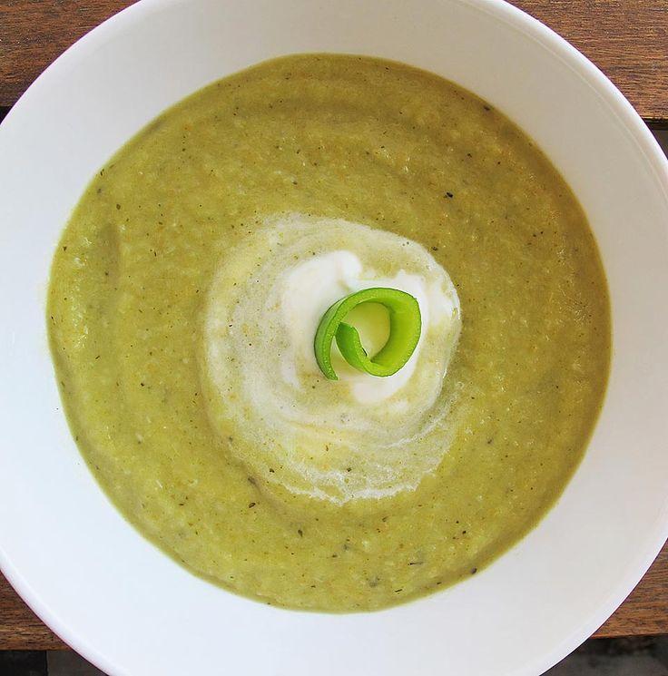 Supa crema de praz, broccoli si cartof. Supele cremă se prepară rapid și sunt gustoase și sățioase. Dacă mai conțin și broccoli, această legumă minune, beneficiile pentru cel mic sunt numeroase.