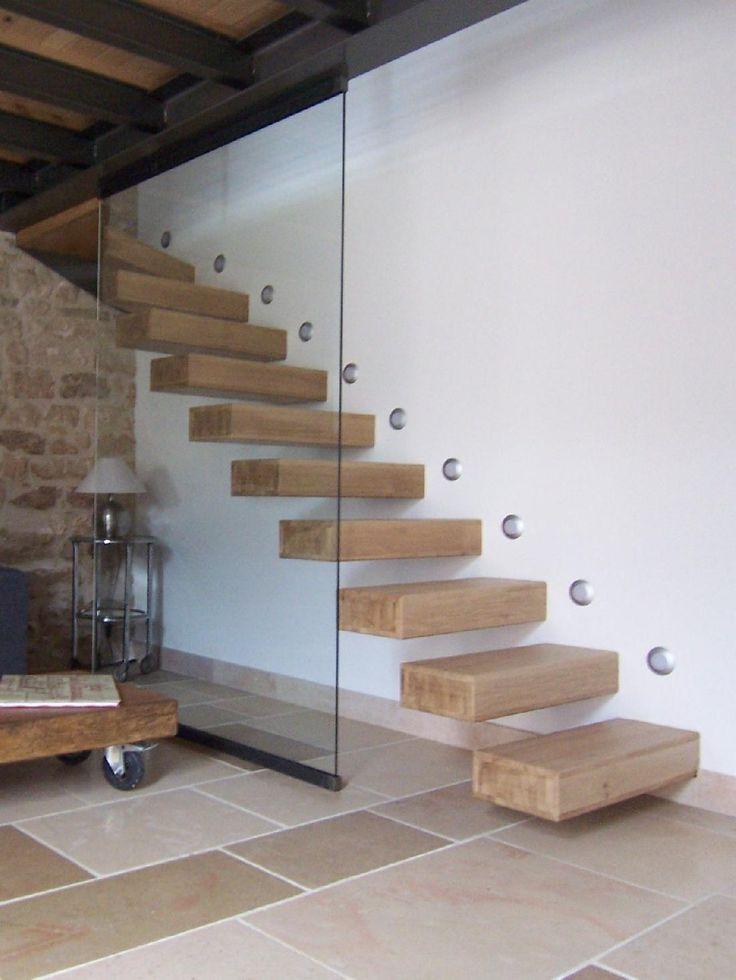 """Suspendu intégral """"créasfer"""" chêne:  ° escalier suspendu avec structure métallique ° marches en chêne ° claustra en verre  A PARTIR DE : 4950 € TTC emporté  pour un escalier droit de 14 hauteurs sans rampe"""