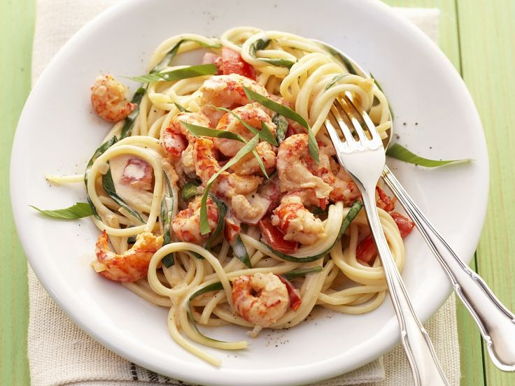 Sehen diese Spaghetti nicht super lecker aus? Pasta mit Garnelen und Bärlauchsauce - smarter - Kalorien: 528 Kcal - Zeit: 25 Min. | eatsmarter.de