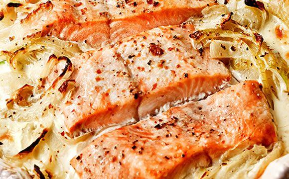 Receita de salmão com camarão e cogumelo no alumínio para a fase cruzeiro PL dukan.