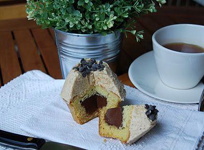 verzamonamour: Cupcakes alla vaniglia ripieni di nutella con crema al caffè
