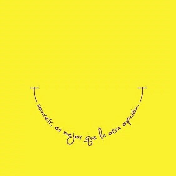 """Una Sonrisa  es una Línea curva que lo endereza """"TODO. #FelizLunes y excelente inicio de semana."""