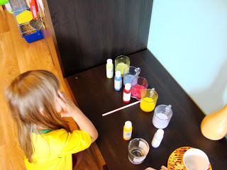 Ania mama Agnieszki: Kolorowa woda i sól
