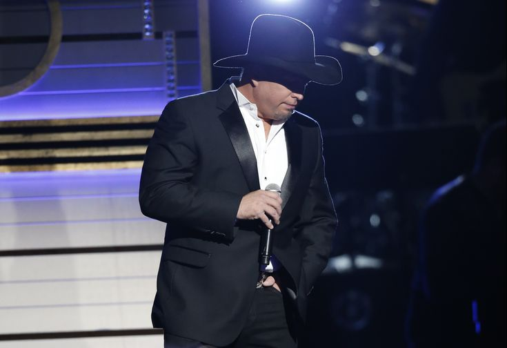 Garth Brooks | Garth Brooks Claims Entertainer of the Year Trophy at 50th Annual CMA ...
