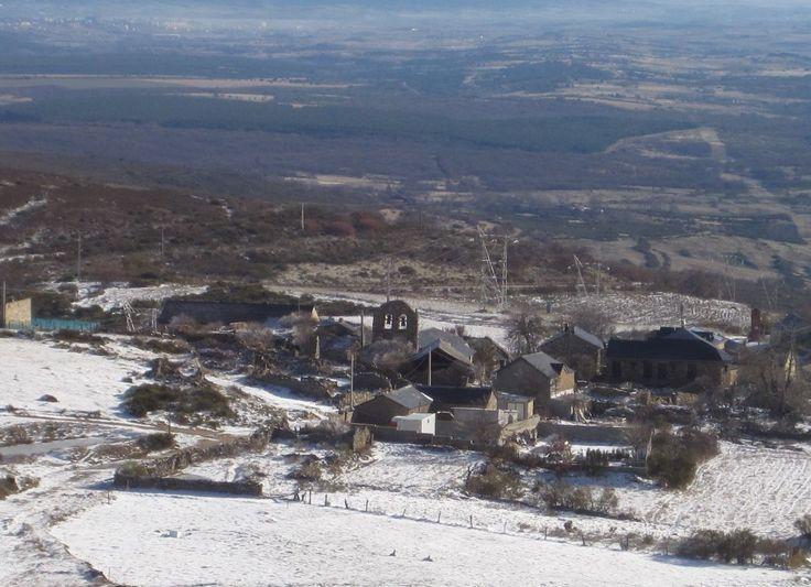 Vista invernal de Foncebadón, León, Camino de Santiago