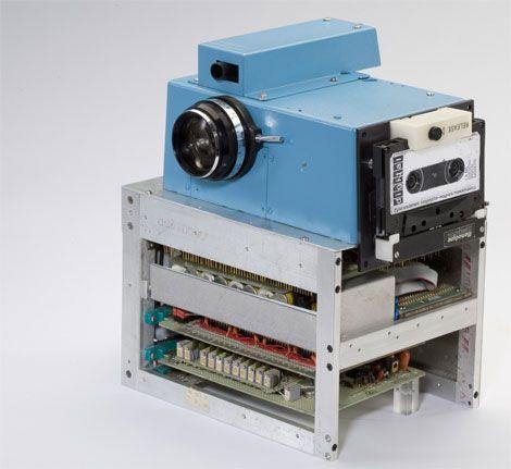 primera cámara digital creada en el mundo por kodak en 1975