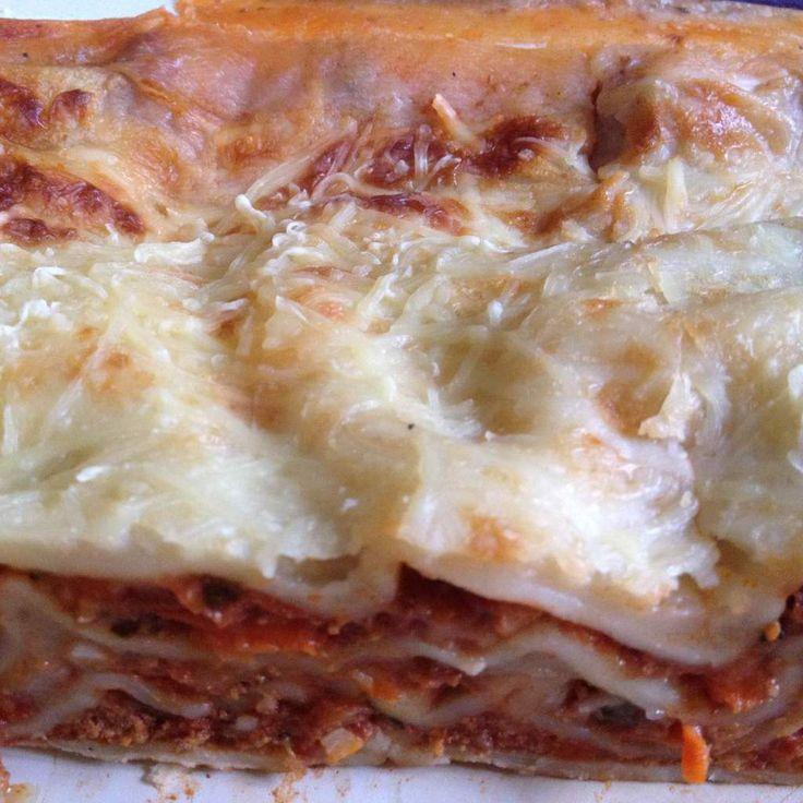 Lasagnes RECETTE WEIGHT WATCHERS 8 personnes / 8 smart points la part Ingrédients 18 plaques à lasagnes sèches 120 Grs de gruyère râpé Sauce bolognaise 4 cc d'huile d'olive 1 gros oignon 500 Grs de boeuf haché 5 % 500 Grs de carottes en fines rondelles...