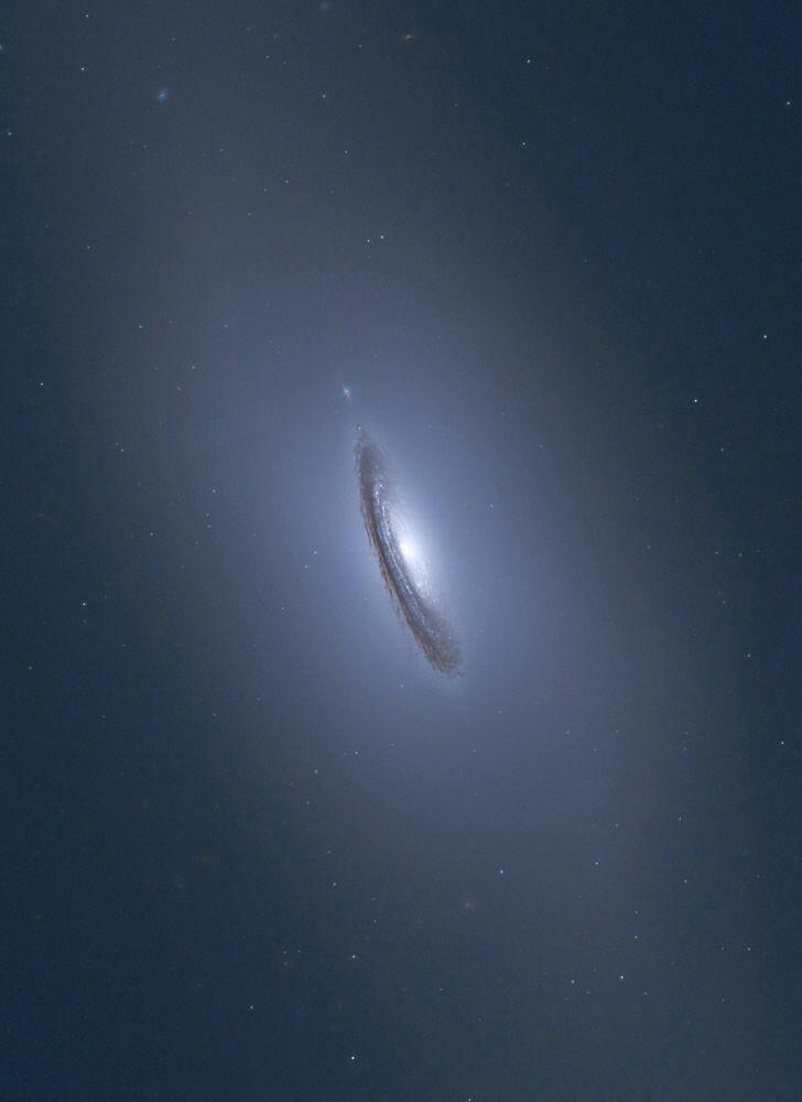 NGC 4526 @| Credit: NASA/Hubble, Judy Schmidt