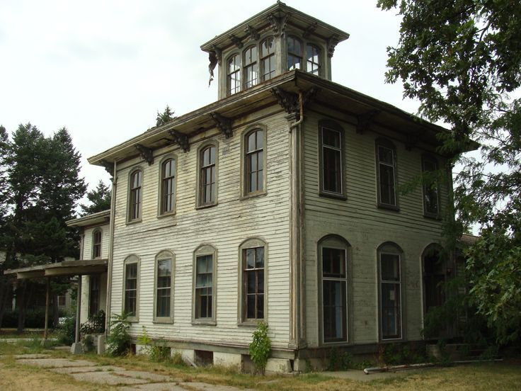 13 best old houses italianate images on pinterest for Building a victorian house