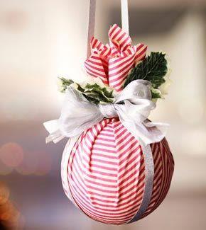 Qualche suggerimento per realizzare degli addobbi natalizi fai da te facili e veloci. Il risultato e il risparmio sono garantiti