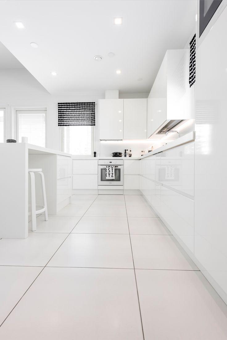 CUBO. Lattiassa Nova Arquitectura valkoinen M60x60 cm, matta. #pukkilalaatat…