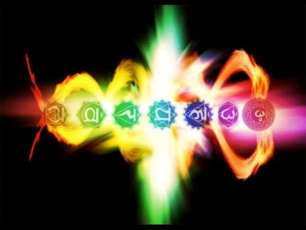 Το ανθρώπινο σύστημα CHAKRA Οι πληροφορίες που περιέχονται σε αυτό το έγγραφο προέρχονται από διάφορα άλλα έγγραφα και σημειώσεις από βιβλία και από διάφορες πηγές ξεχασμένες στον χρόνο και από τα παρακάτω κείμενα: Wisdom of the Mystic Masters by Joseph Weed The Chakra Handbook by Shalila Sharamon and Bodo J. Baginski The Chakras by C.W. …