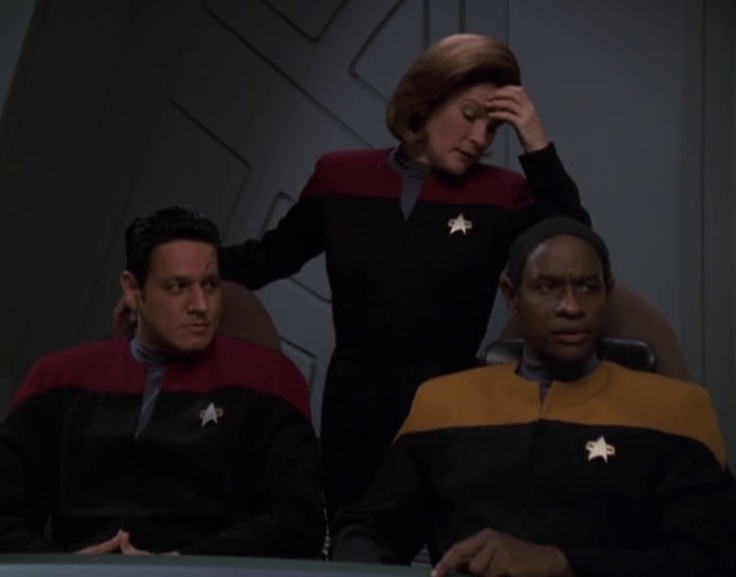 "Star Trek: Voyager Screencap--""Prophecy""...And why shouldn't Captain Janeway stand this way in an officers' meeting (part 4)?"