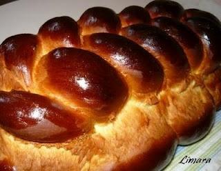 Hungarian sweet bread.  Limara péksége: Foszlós kalács