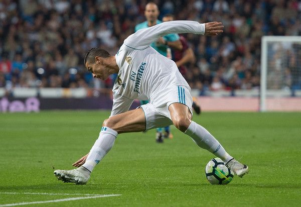 Cristiano Ronaldo Photos - Cristiano Ronaldo of Real Madrid CF in action during the La Liga match between Real Madrid and Eibar at Estadio Santiago Bernabeu on October 22, 2017 in Madrid, Spain. - Real Madrid v Eibar - La Liga