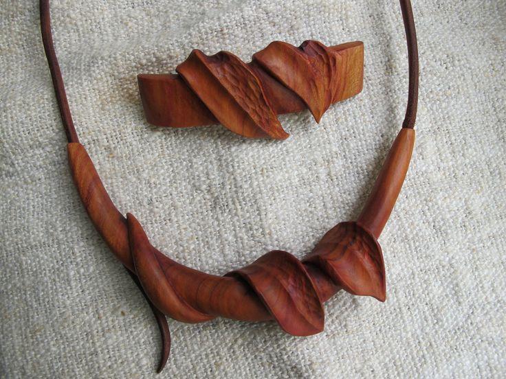 Náhrdelník a vlasová spona ze švestkového dřeva