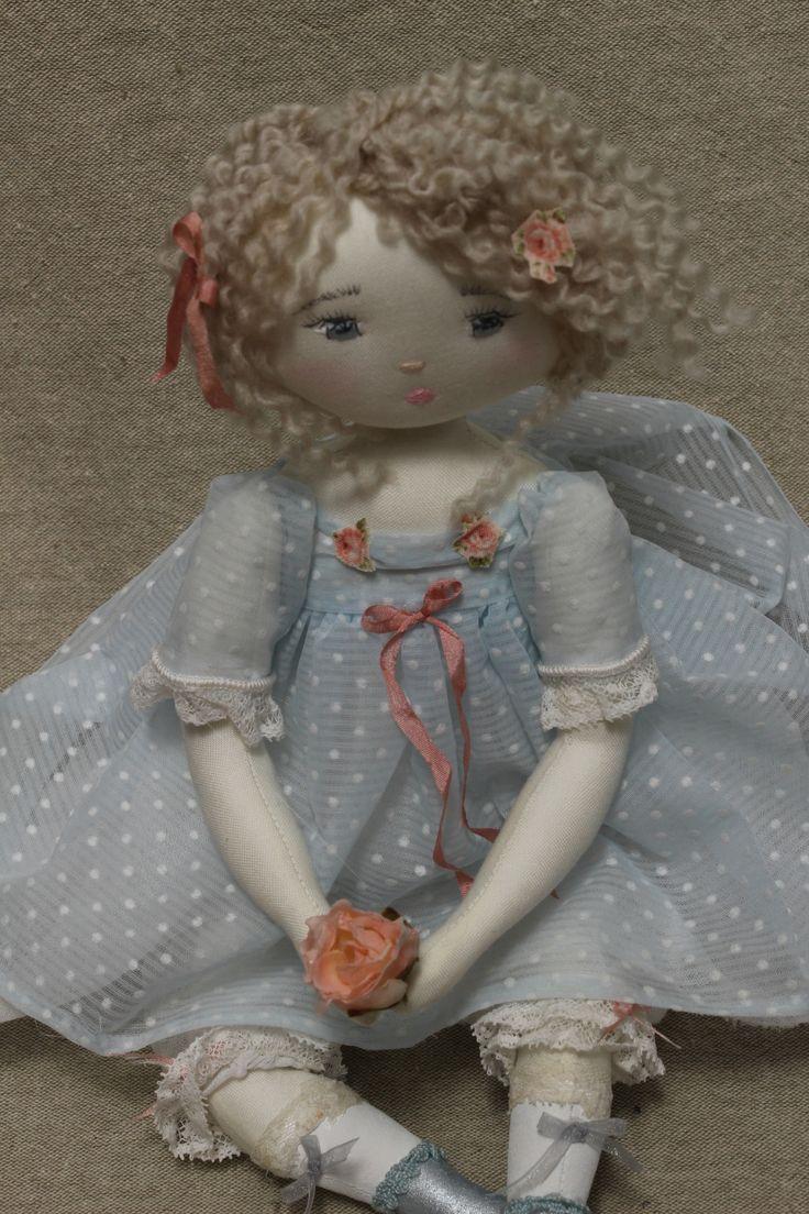 Herminie dans sa robe de plumetis ciel...(35cm) - Le Jardin des Farfalous