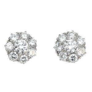 LOT:136   A pair of diamond cluster ear studs.