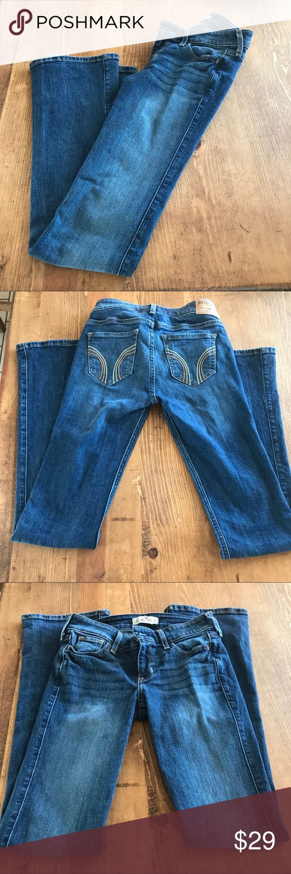 Hollister Boot cut Jeans size 0 short! Hollister Boot cut Jeans size 0 short. Waist 24 inches, length 31 inches. Excellent condition! Smoke free, pet friendly 🐶😻 home! Hollister Jeans Boot Cut