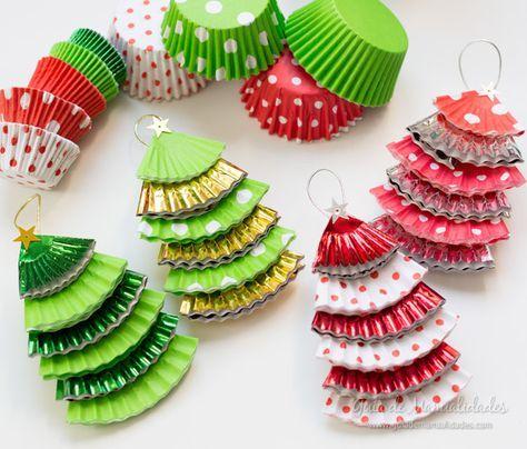 Adornos navideños con moldes de papel para cupcakes