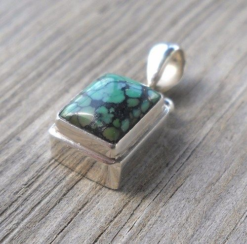 925 Sterling Silver Malachite Pendant  Weight:2.7 grams 12x8mm Total length 20mm  Handmade,brand new