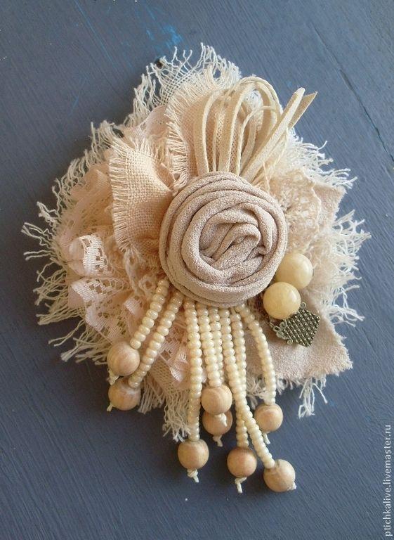 Купить Ванильная Булочка. Брошь бохо из ткани - брошь из ткани, брошь текстильная, брошка из ткани
