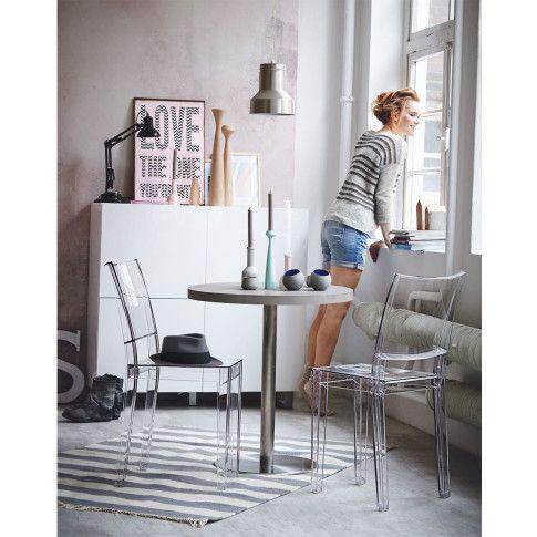 Ein Klassiker, immer einsatzbereit: grau-weiß gestreifter Teppich. #impressionen #living