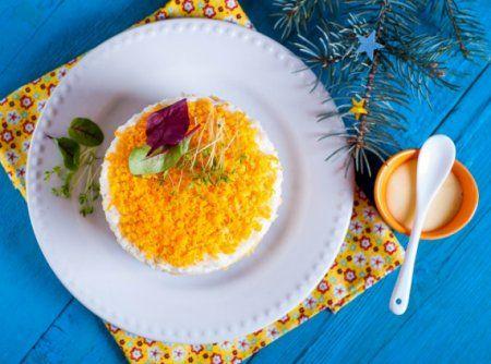 Салат с печенью и рисом