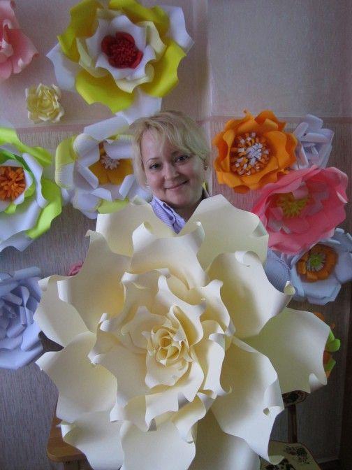 Мастер-класс «Большие цветы для украшения музыкального зала к 8 Марта» Фото