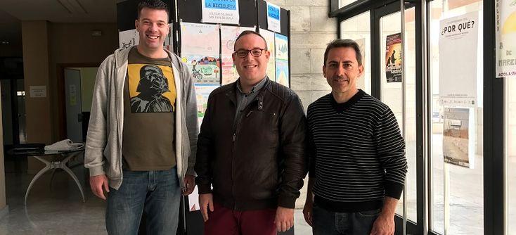 SALOBREÑA.El concejal de deportes, Manuel Guirado, junto al gerente de Funvía y monitor de la EM de ciclismo, Joaquin Sánchez, y el coordinador del área municipal,