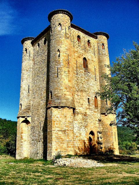 Donjon dArques (Aude) by Iris fatal, via Flickr - Languedoc-Roussillon