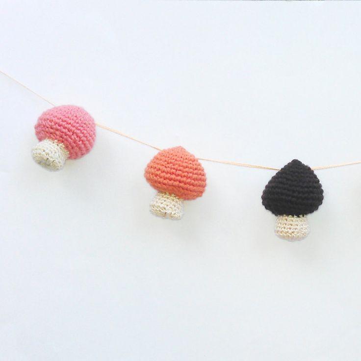 Crochet-mushroom-bunting