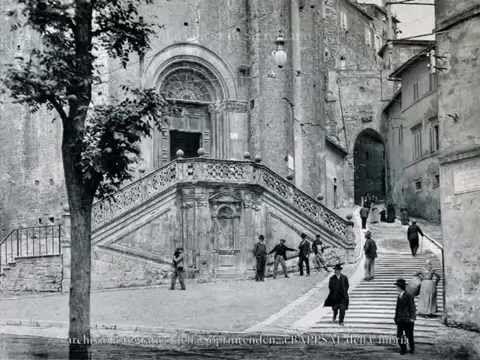 (381) Perugia: un viaggio nel tempo e nella memoria - YouTube