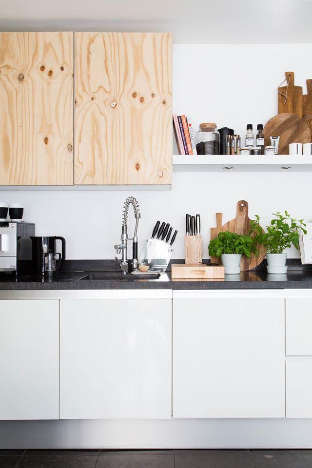 Keuken. Extra like voor de houten kastjes. Inspiratie voor nieuw huis. VTwonen