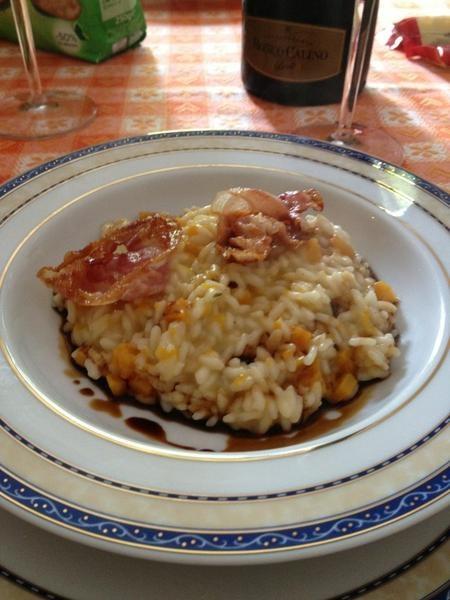 Risotto con zucca, aceto balsamico e pancetta croccante.