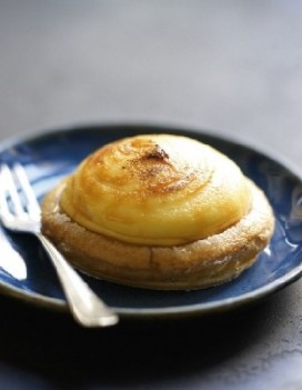 Puits d'amour, puff pastry and creamy vanilla custard