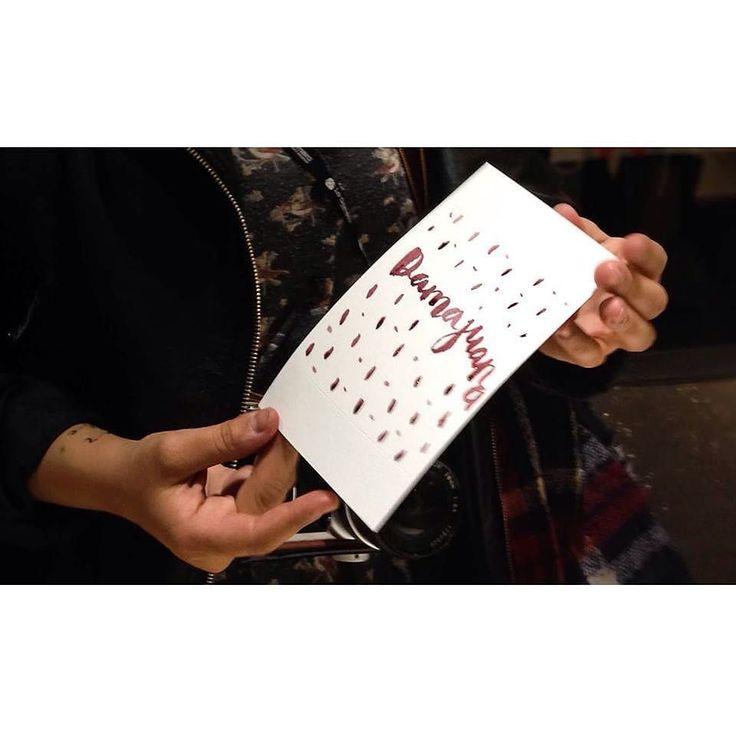Hoy queremos recordar una de las etiquetas creadas por una visitante en la pasada edición del #mercadodediseño en #mataderomadrid con #tintadevino que hizo un pequeño homenaje a nuestra marca #damajuana #injerto #design #Madrid #wine #vino #jumilla #monastrell #gracias by tintadevino