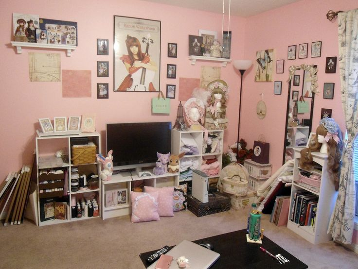 Oh my yes lolita decor rooms pinterest otaku princesses and otaku room for I ve been seeing angels in my living room