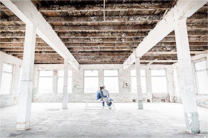 Foto: Eppel Fotografie - ENKA FABRIEK De ENKA. Een fabriekshal in Ede die al jaren leegstaat. De hallen zijn prachtig ruim, industrieel en licht van opzet waardoor werken met natuurlijk licht hier prima kan.