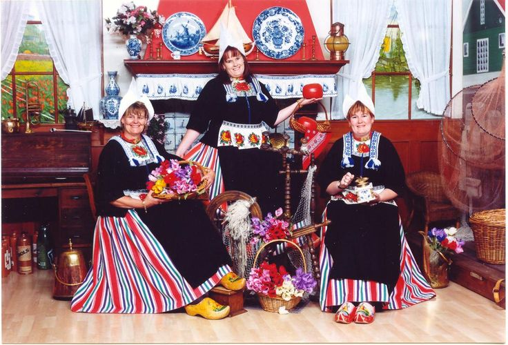 Foreign people often think that the population of Volendam still dress in traditional clothes. This is only tourism.