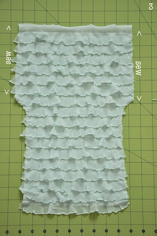 Tutorial: making ruffled leggings for girls but a great idea for dolls too. Im pretty sure ive pinned this already, but didnt want to chance it! :)